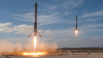 2018-02-06_falconheavyboosterlanding